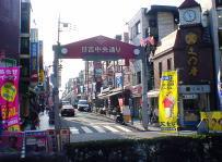 駅前より日吉中央通りを臨む